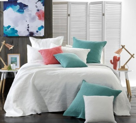 10 ways to add glamor to a bedroom